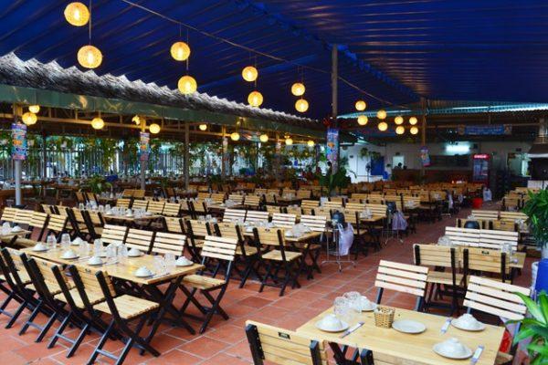 bàn ghế nhà hàng